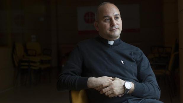 El padre Salar Kajo es el representante de la Iglesia católico caldea en el Comité de Reconstrucción de Nínive