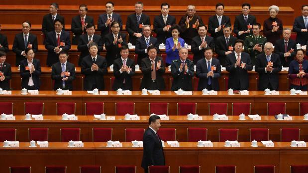China acelera el gasto militar mientras perpetúa al presidente Xi Jinping