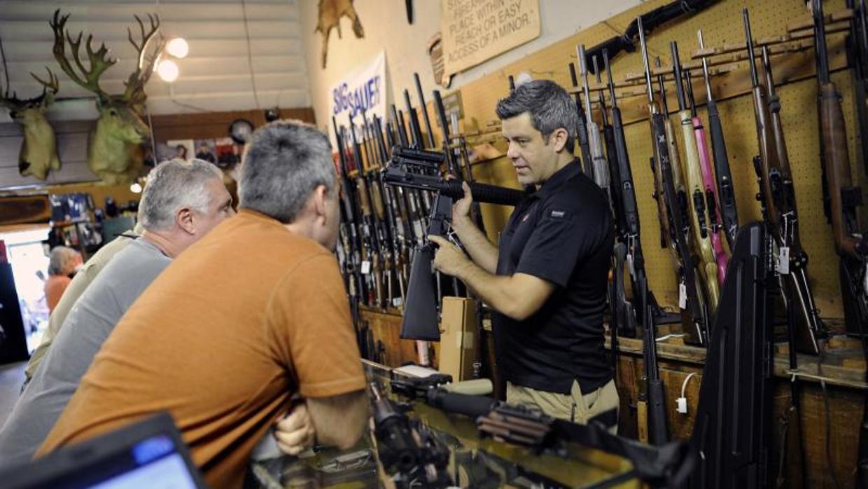 Florida aprueba el primer plan para armar a los profesores