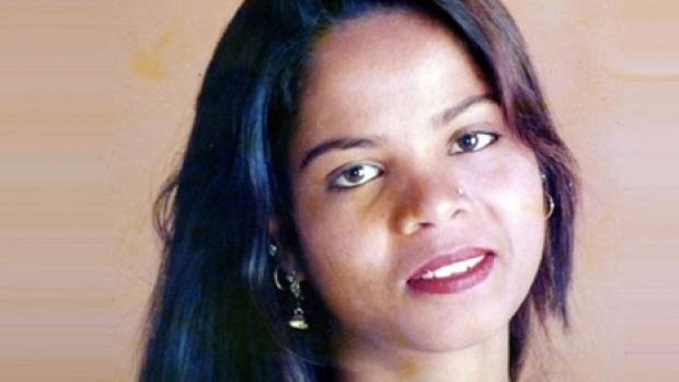 Asia Bibi, en una foto familiar antes de su detención en 2009