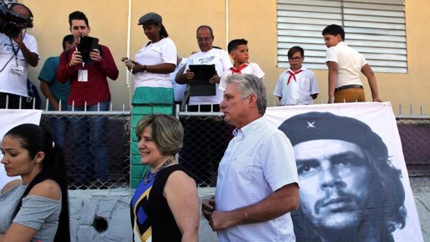 Los cubanos «eligen» a 605 diputados entre 605 candidatos