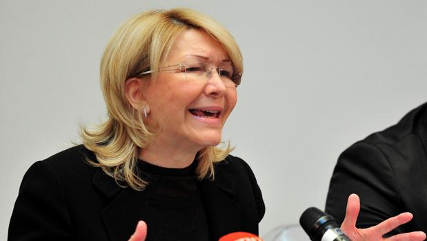 La exfiscal, Luisa Ortega, en una rueda de prensa en Madrid, tras regresar de La Haya