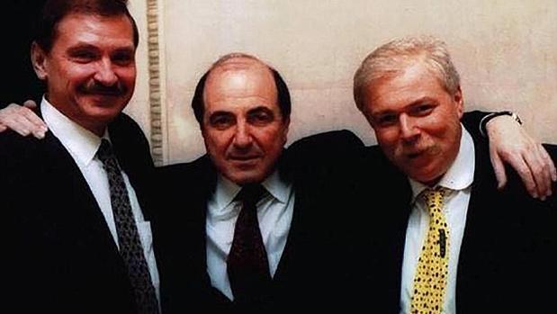 Badri Patarkatsishvili (derecha), murió en 2008. A su lado, su socio el olígarca Boris Berezovsky, que falleció en 2013 por un presunto ahorcamiento