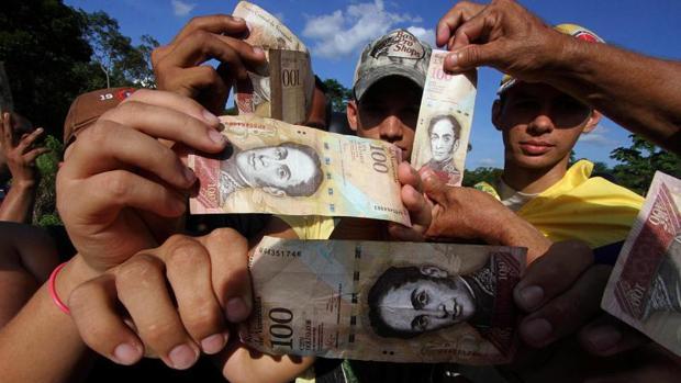 Monedas «socialistas» alternativas para paliar la escasez de bolívares en Venezuela