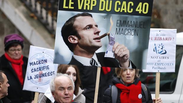 La imagen de Emmanuel Macron en una manifestación en 2014, cuando era ministro de Economía