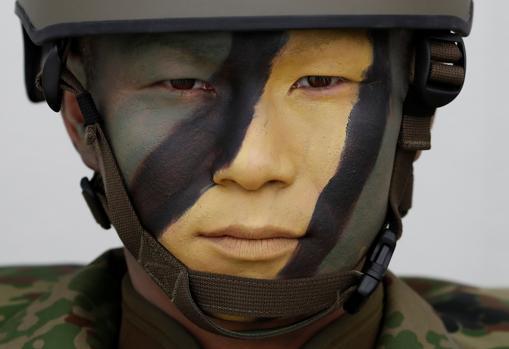 Japón aprueba las normas para ampliar el papel de su Ejército 1405903533-kCfH--510x349@abc