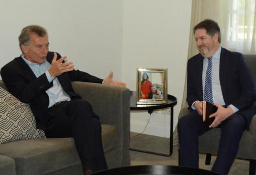 Mauricio Macri con el director de ABC, Bieito Rubido