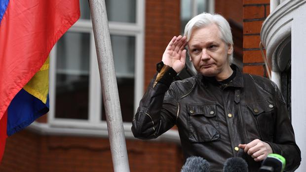 Julian Assange, en la Embajada de Ecuador en Londres, en una foto del 19 de mayo de 2017