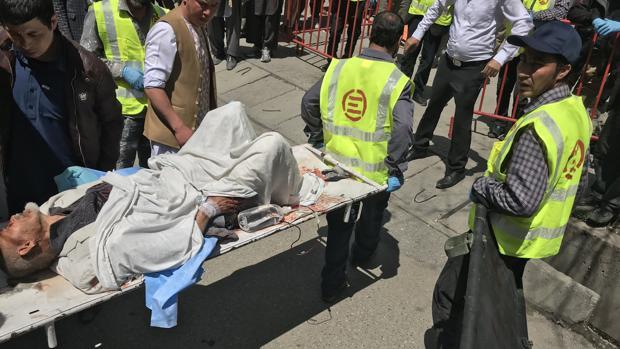 Al menos 60 muertos en un atentado suicida en Kabul