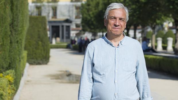 El escritor y disidente sirio Yassin Al-Haj Saleh, durante la entrevista en la Plaza de Oriente (Madrid)