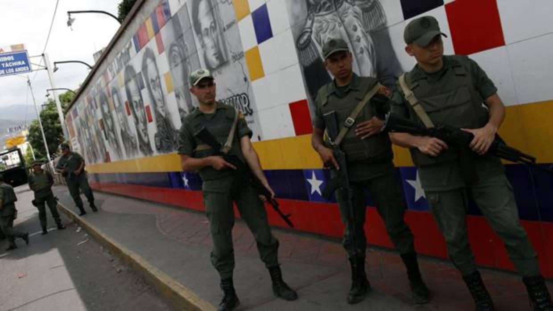 [Imagen: guardia-venezolana-kGCI--1240x698@abc.jpg]
