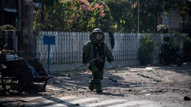 Al menos 6 muertos y 35 heridos en tres atentados en iglesias en Indonesia