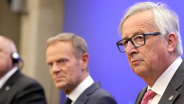 Donald Tusk y Jean-Claude Juncker, durante la cumbre en Sofía