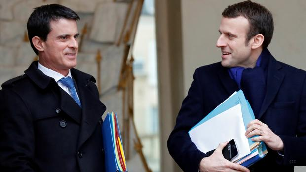 Manuel Valls junto a Emmanuel Macron