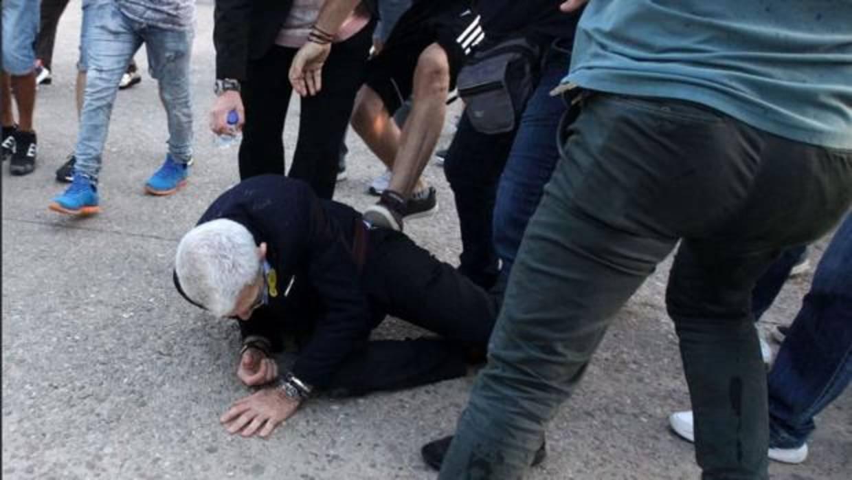 Un grupo de neonazis pega una paliza al alcalde de Tesalónica con la connivenica de Amanecer Dorado