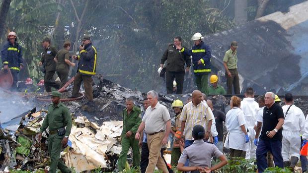 El presidente cubano Miguel Díaz-Canel visitó el lugar del accidente de avión