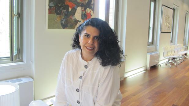 La artista Manal al Dowayan, durante la entrevista en La Casa Árabe de Madrid