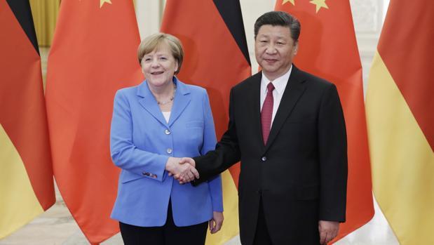 Merkel acuerda con China mantener el pacto nuclear con Irán