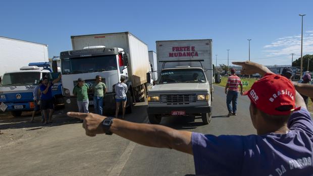 Brasil, hacia el colapso en su quinto día del paro de camioneros