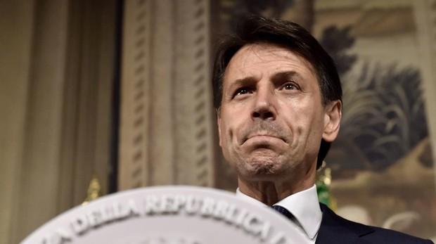 El primer ministro de los populistas jurará hoy el cargo en Italia