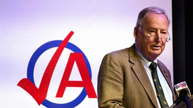 El líder de los ultras alemanes minimiza la importancia del nazismo en la historia de Alemania