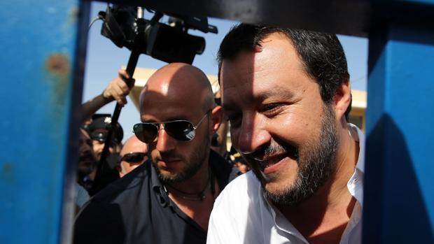 Salvini, a los inmigrantes: «Se acabó la buena vida; empiecen a hacer las maletas»