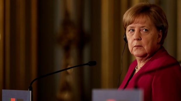 Merkel acelera su respuesta a Macron sobre Europa tras perder el apoyo de Rajoy