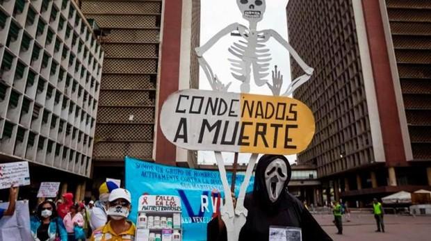Los pacientes venezolanos crónicos, condenados a morir por falta de medicinas