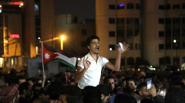 Jordania frena las protestas tras el compromiso de Al Razaz de no asfixiar la economía