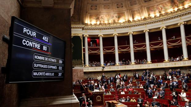Macron arrasa a los sindicatos de ferroviarios en la Asamblea Nacional