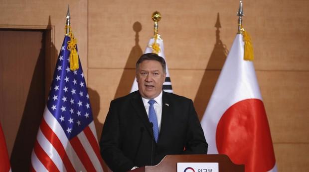 El secretario de Estado estadounidense, Mike Pompeo, participa en una conferencia de prensa en Seúl