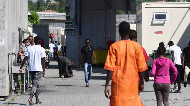 Oxfam denuncia devoluciones ilegales de inmigrantes menores en la frontera entre Francia e Italia