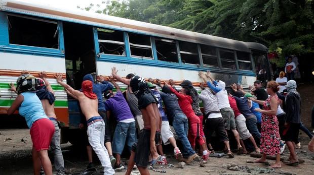 Nicaragua retoma el diálogo tras un sangriento paro nacional