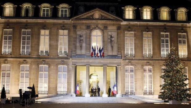 Acusan a Macron de gastarse 500.000 euros en una vajilla nueva para el Palacio del Elíseo
