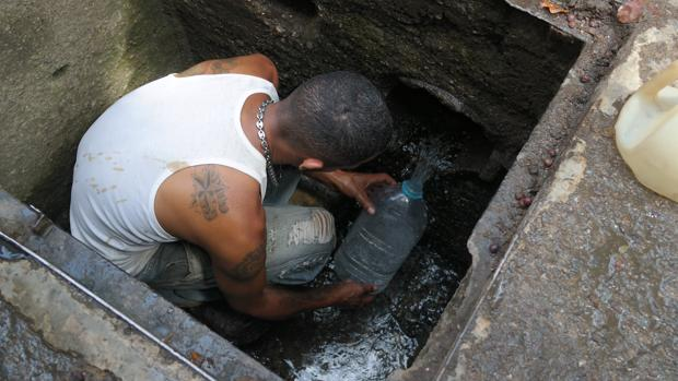 El agua ya no llega al grifo de los hogares venezolanos