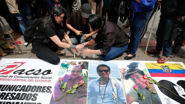 Hallan tres cadáveres que podrían ser de los periodistas asesinados por las FARC