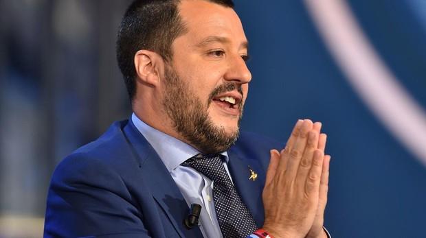 Salvini vuelve a cerrar los puertos italianos a un barco con «carne humana»