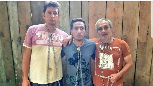 Los miembros del equipo periodístico de «El Comercio» durante su secuestro