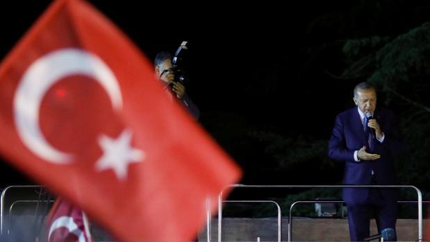 Erdogan arrasa en unas elecciones que le dan el poder absoluto en Turquía