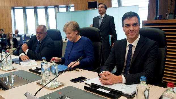 Pedro Sánchez y Ángela Merkel, durante la Cumbre de Trabajo informal sobre inmigración y asilo
