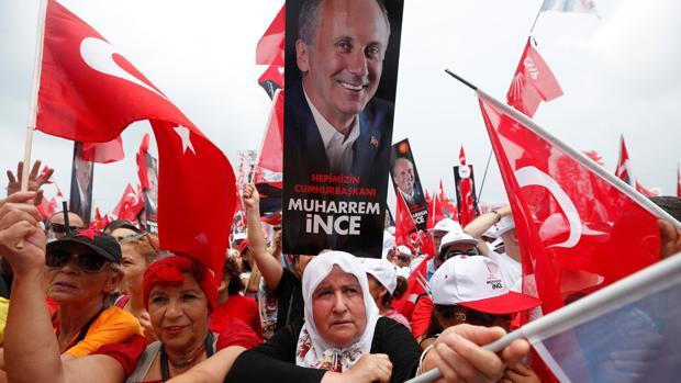 Los rivales de Erdogan buscan forzar una segunda vuelta electoral