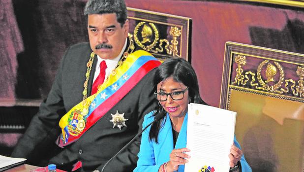 La UE sanciona a los dos vicepresidentes venezolanos y otros nueve altos cargos por represión