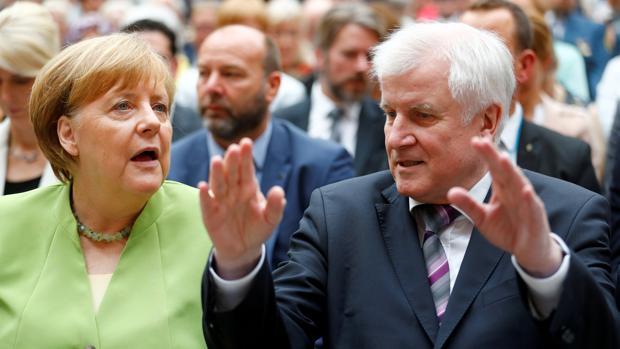 Los Verdes se ofrecen a Merkel para reemplazar a su aliado bávaro si éste se va del gobierno alemán