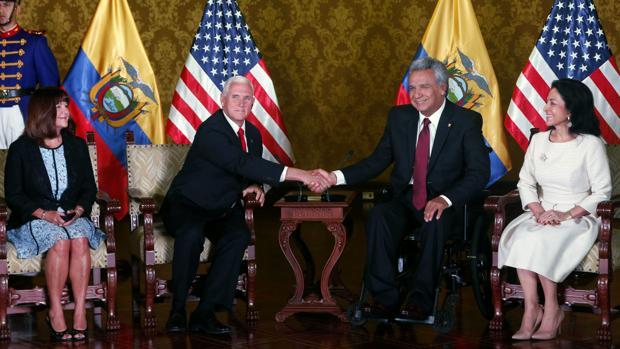 Ecuador se agita ante la llegada los cuerpos de los periodistas asesinados y la visita de Mike Pence