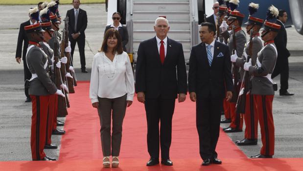 Pence pide a los habitantes de Guatemala, Honduras y El Salvador que no emigren de forma irregular a Estados Unidos