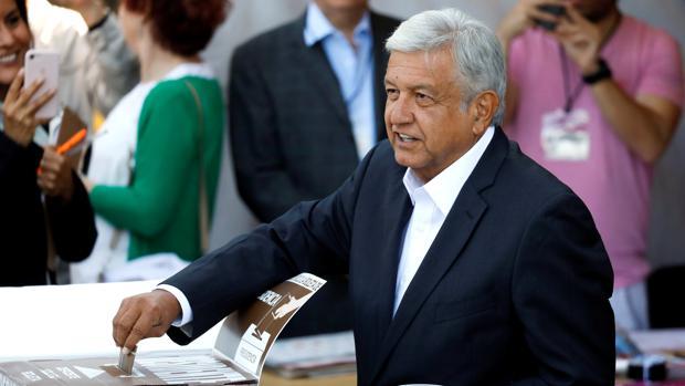 Abren las urnas en una jornada histórica para México, que podría dar el poder a la izquierda populista