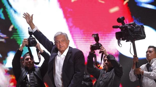 «Primero los pobres»: López Obrador celebra su victoria en Ciudad de México