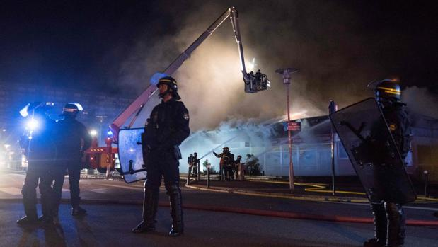 Noche de cristales rotos en Nantes por la muerte de un joven de 22 años a manos de la Policía