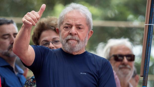 Un juez ordena liberar al expresidente brasileño Lula da Silva, preso por corrupción