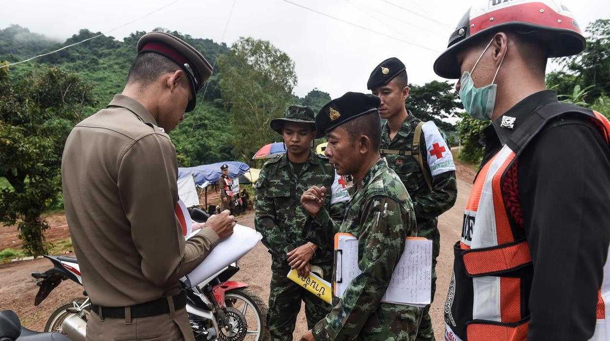 Las autoridades confirman el inicio del rescate de los niños atrapados en la cueva de Tailandia